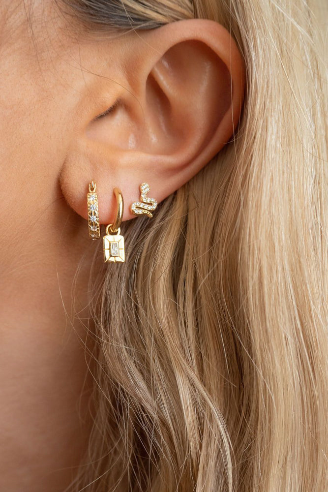 Lisbeth small hoop earrings.