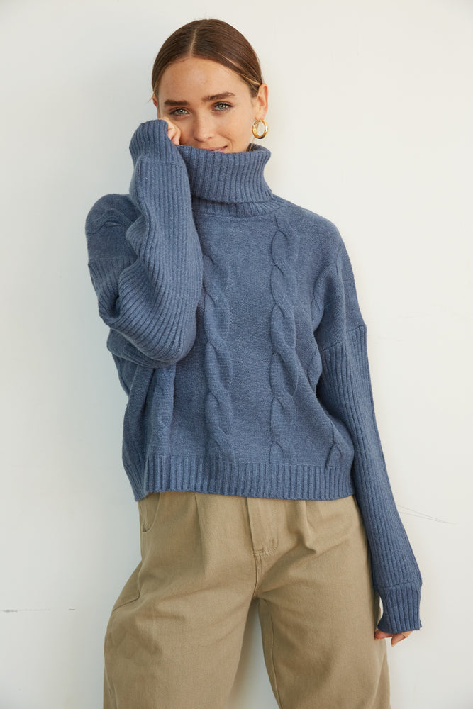 Boxy turtleneck sweater in blue. l