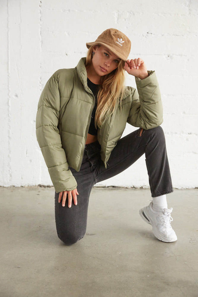 Green puffer coat with stand up collar.