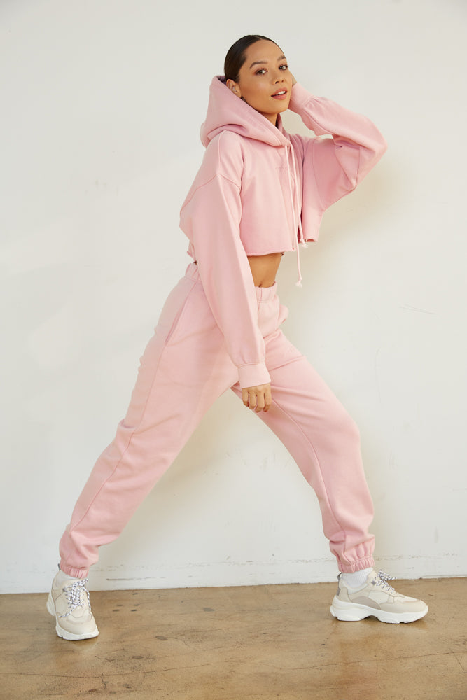 Cropped hoodie with baggy sweatpants.