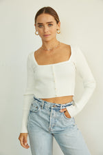 Cropped ribbed top with long sleeves.