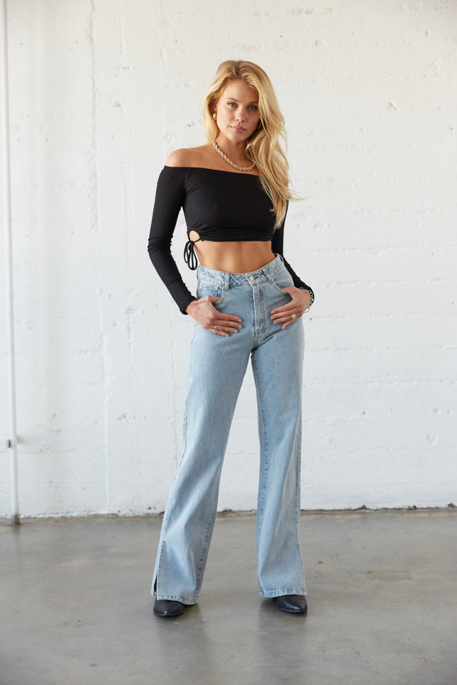 High waisted jeans with black crop top.