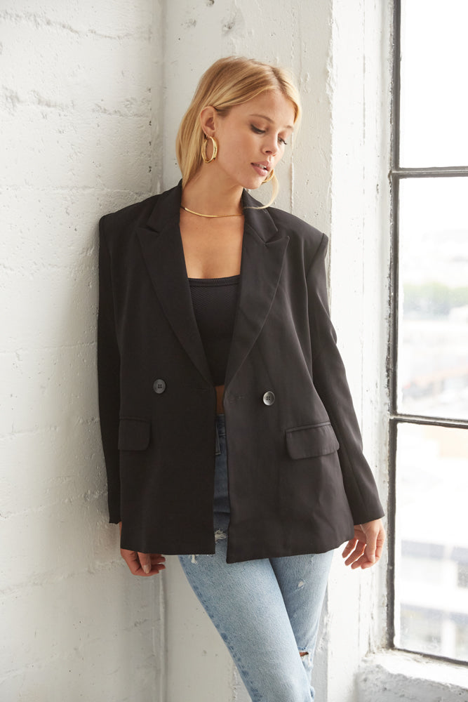 Black boxy blazer with open front.