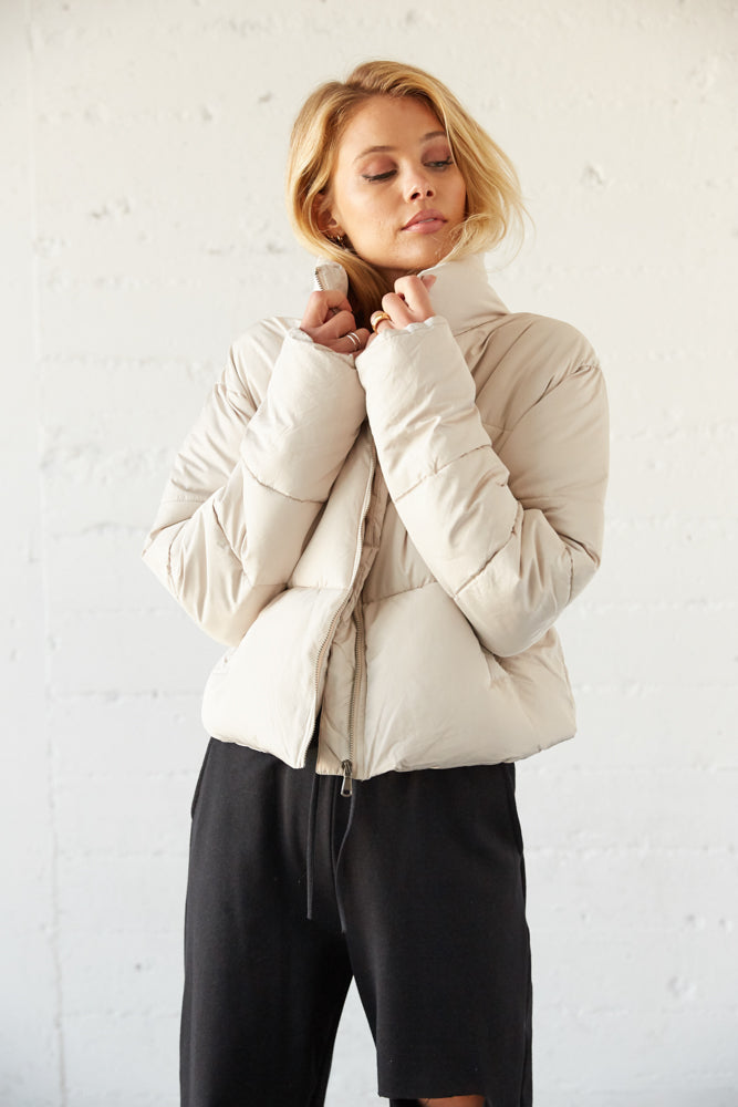 Cozy puffer jacket with stand up collar and long sleeves.