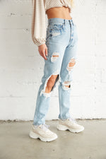 The side of these distressed jeans show off the destroyed detailing througout.