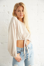 Long balloon sleeves crop top.