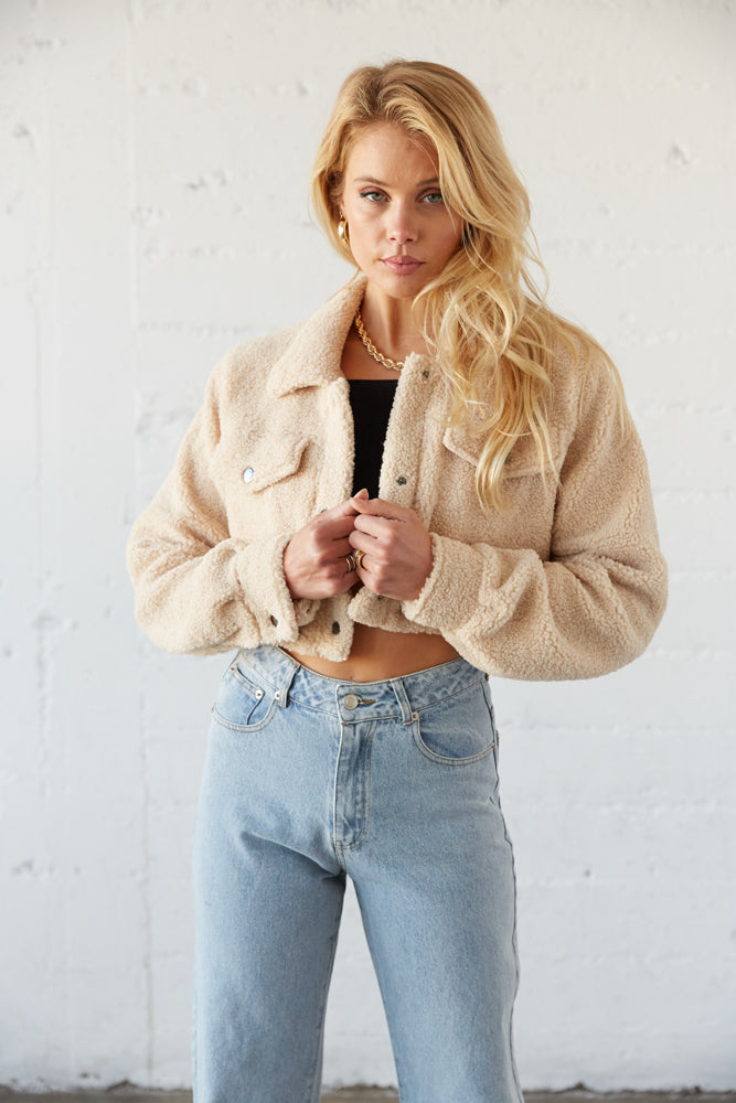 Extra cropped teddy jacket with front pockets.
