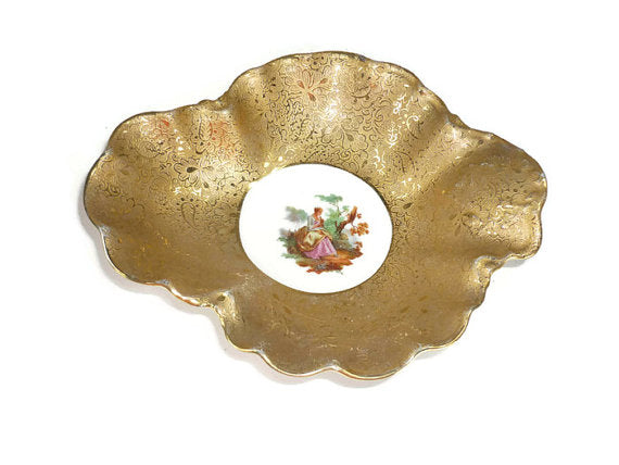 Haviland Trinket Dish with Gold Gilt and a Victorian Scene