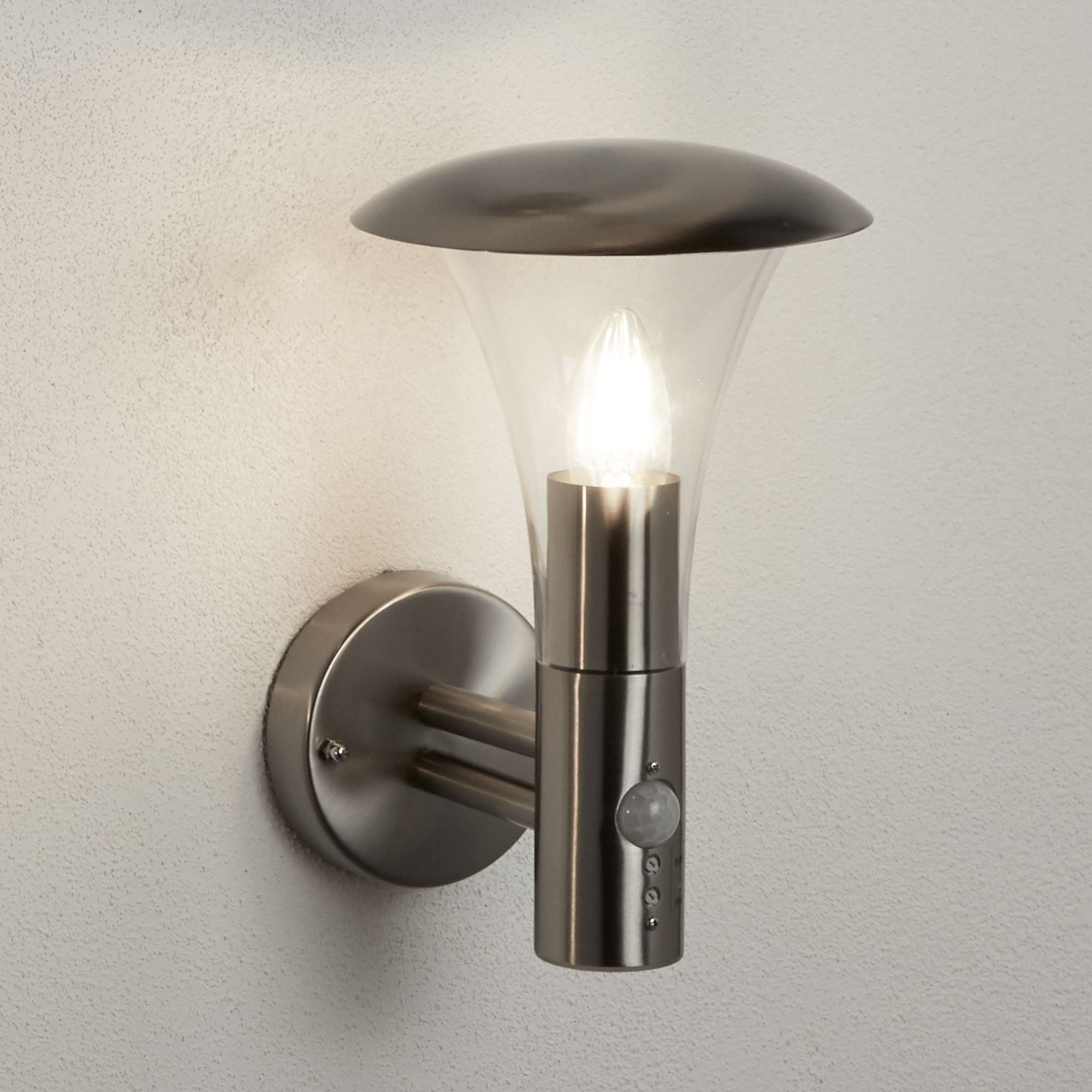 STRAND OUTDOOR WALL LIGHT - 1 LIGHT STAINLESS STEEL