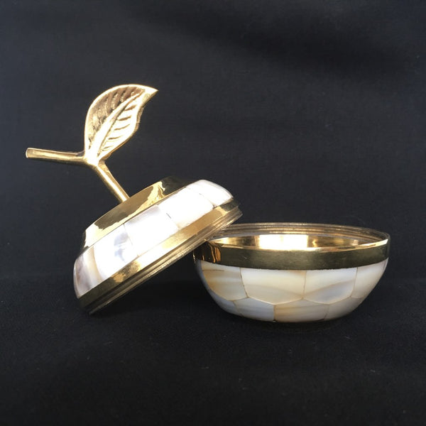 Vintage Mother of Pearl and Brass Apple - Pomme Vintage en Laiton et Nacre - Free delivery UK - Livraison gratuite France