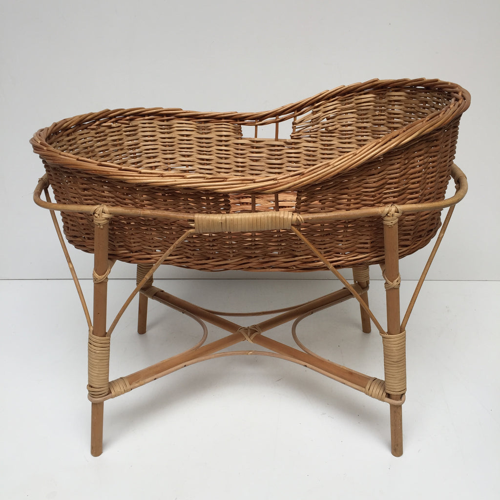 vintage rattan wicker baby cot crib lit bebe couffin berceau rotin vi la petite brocante. Black Bedroom Furniture Sets. Home Design Ideas