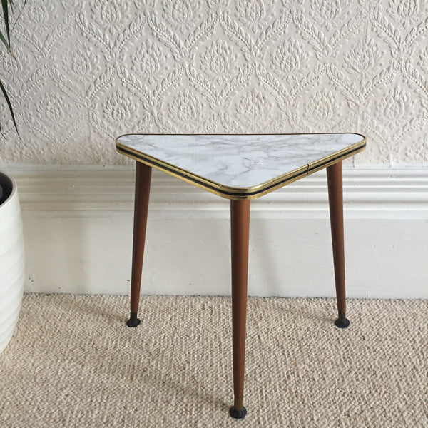 Small Triangle Tripode Marble Effect Vintage Coffee Table 1950s - Petite Table Basse Triangle Tripode Vintage Effet Marbre - Free delivery UK France