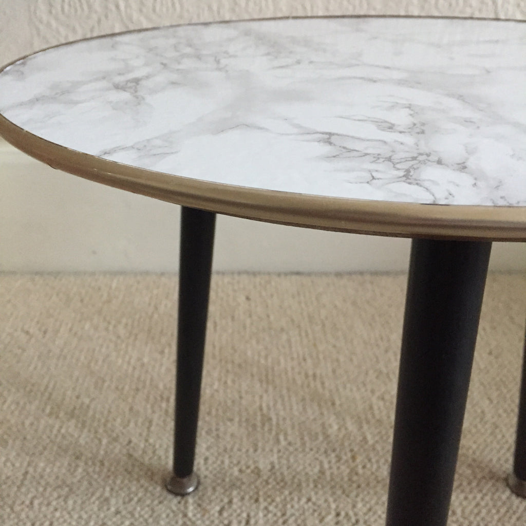 round marble effect vintage coffee table 1950s table. Black Bedroom Furniture Sets. Home Design Ideas