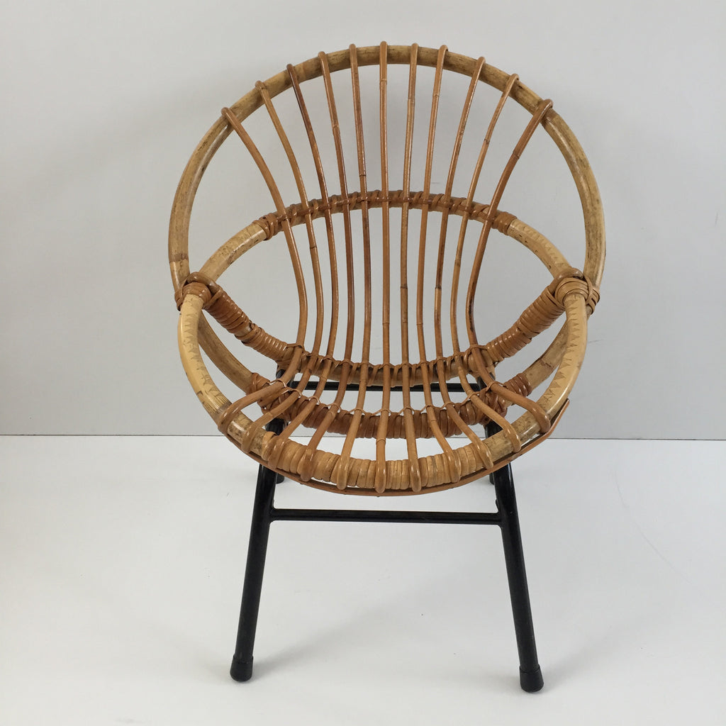 vintage rattan wicker kid 39 s chair metal feet fauteuil rotin enfant v la petite brocante. Black Bedroom Furniture Sets. Home Design Ideas