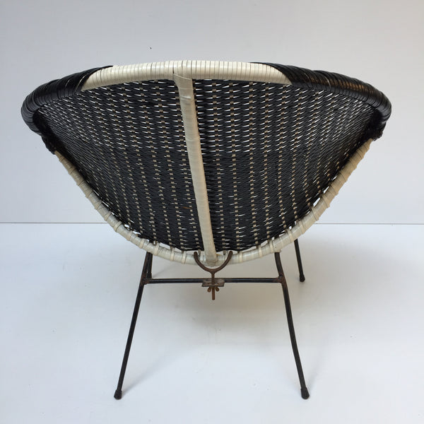 Black and White Graphic Vintage Satellite Wicker Chair - Fauteuil scoubidou noir et blanc vintage - free delivery UK- livraison gratuite France