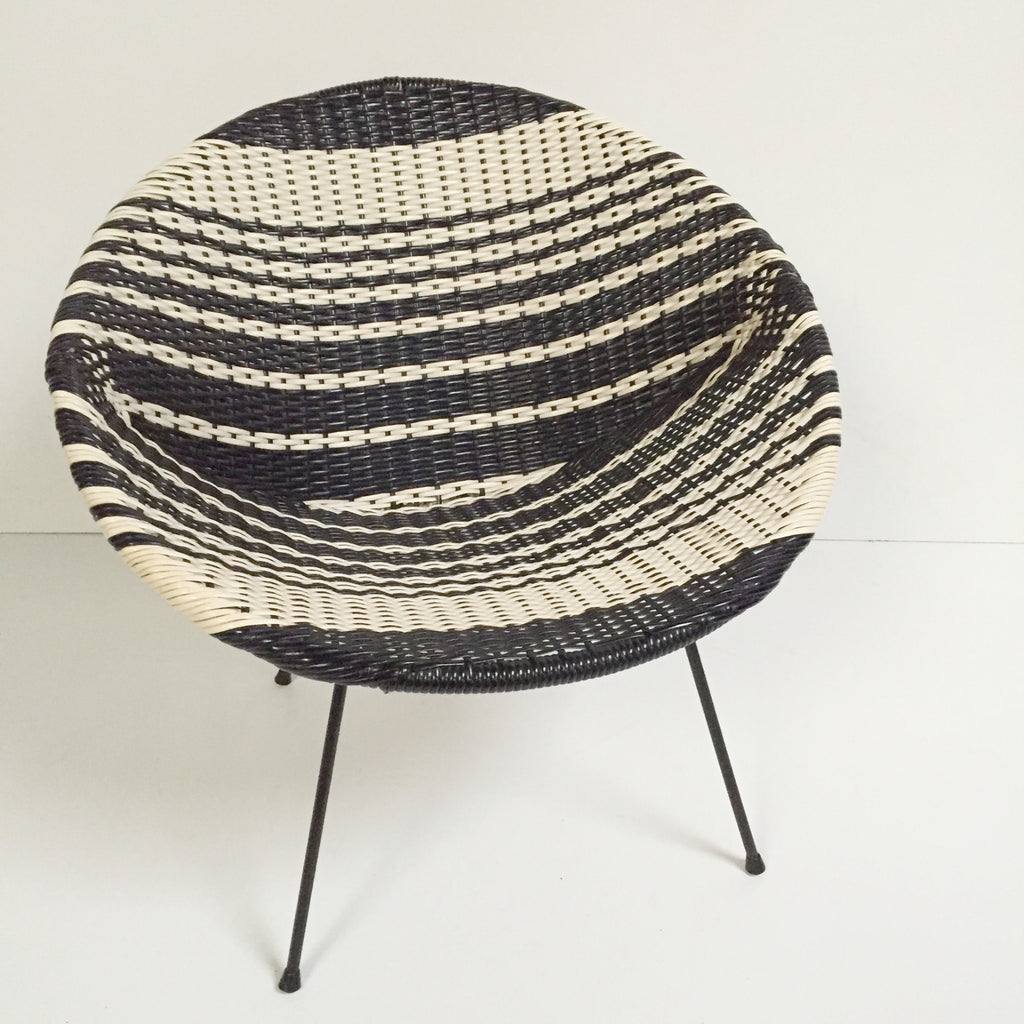 Black and white vintage satellite atomic wicker chair for Chaise en fil scoubidou