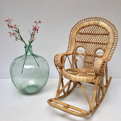 Vintage Peacock 1970s Kids Wicker Rocking Chair - Rocking Chair Boheme Peacock Emmanuelle Enfant Rotin Vintage - Free delivery- Livraison Gratuite