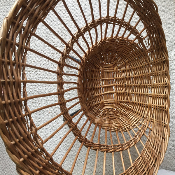 Large Vintage Woven Rattan Wicker Chair Metal Feet - Grand Fauteuil Rotin Vintage Tressé Pieds Metal - Free Delivery UK-Livraison Gratuite France