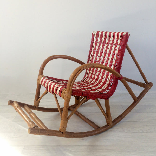 A vintage 1960s scoubidou woven child rocking chair la petite brocante for Prix rocking chair