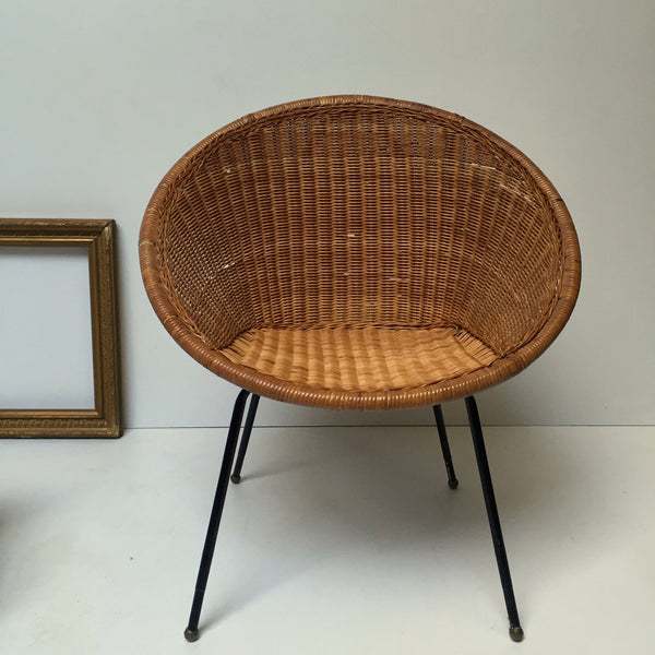 1960s Retro Rattan Wicker Chair Metal Feet - Fauteuil Rotin Osier Retro Annees 60 Pieds Metal- Free Delivery UK-Livraison Gratuite France