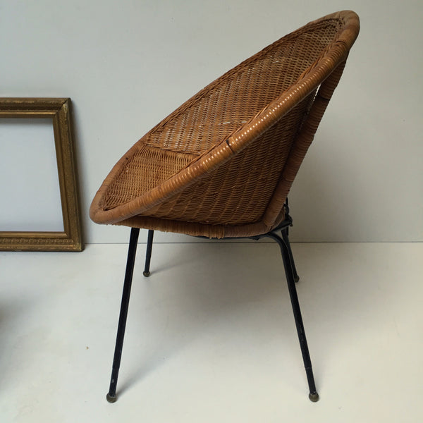 1960s Retro Rattan Wicker Chair Metal Feet - Fauteuil Rotin Osier Satellite Annees 60 Pieds Metal- Free Delivery UK-Livraison Gratuite France