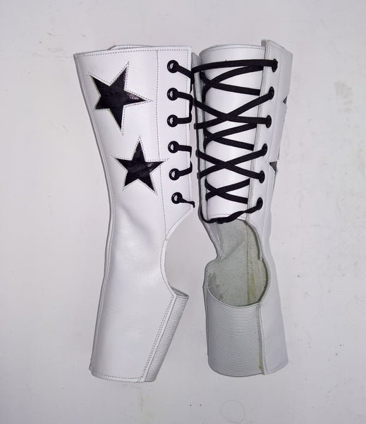SHORT Stardust Aerial boots in WHITE w/ Black Stars