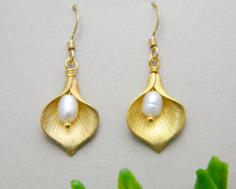 Gold Calla lily Earring, Bridesmaid Gifts, Calla lily Jewelry
