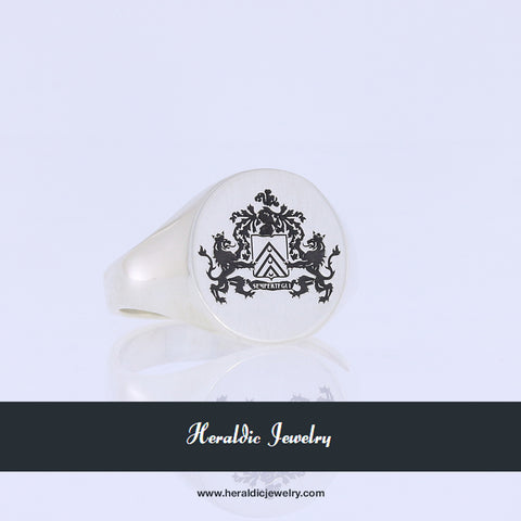 Sempertegui family crest ring