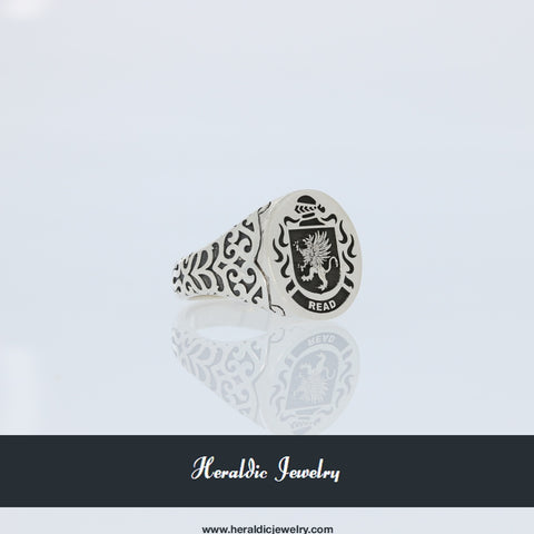 Read family crest ring