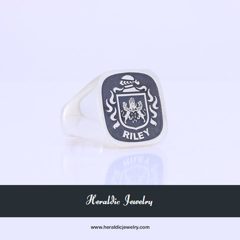 Riley family crest ring