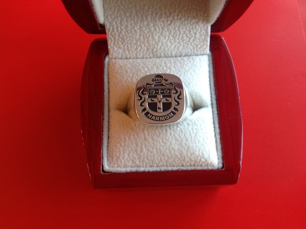 HARMON ENGRAVED CREST RING