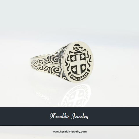 Amundsen family crest ring