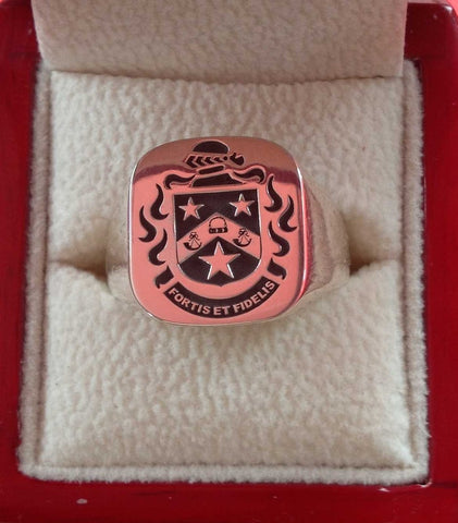 Close family crest ring