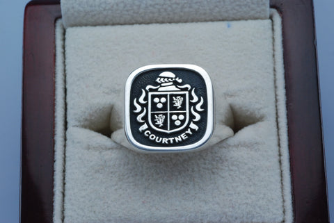 Courtney family crest ring