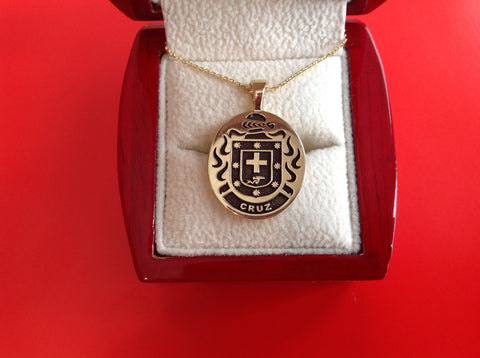 Cruz family crest pendant