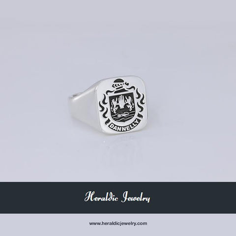 Dannelly family crest ring