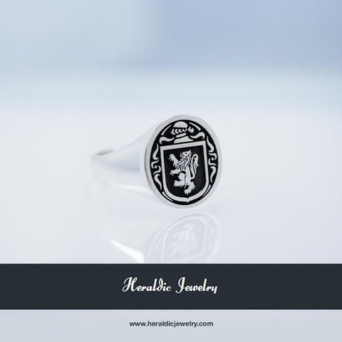 Mouat family crest ring