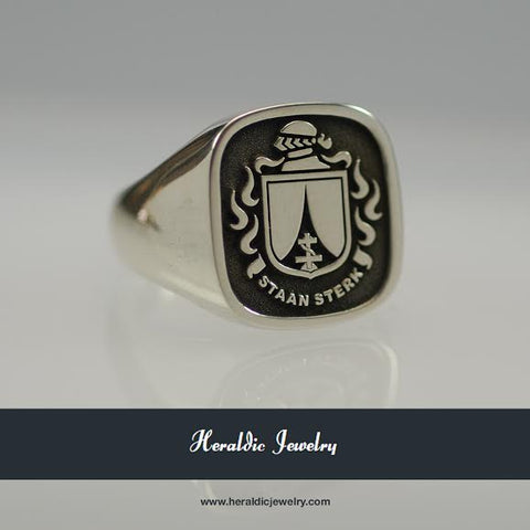 Kuhn family crest ring