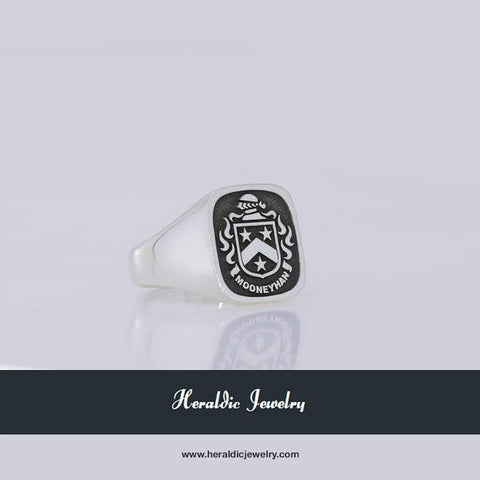 Moynihan family crest ring