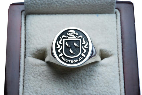 Nagtegaal family crest ring