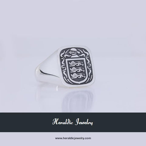 Grady family crest ring