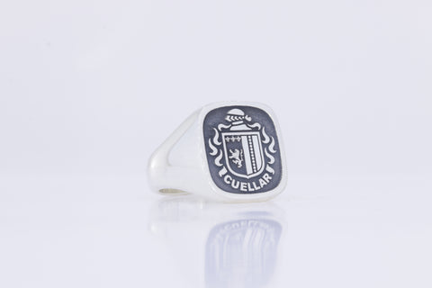 Cuellar family crest ring