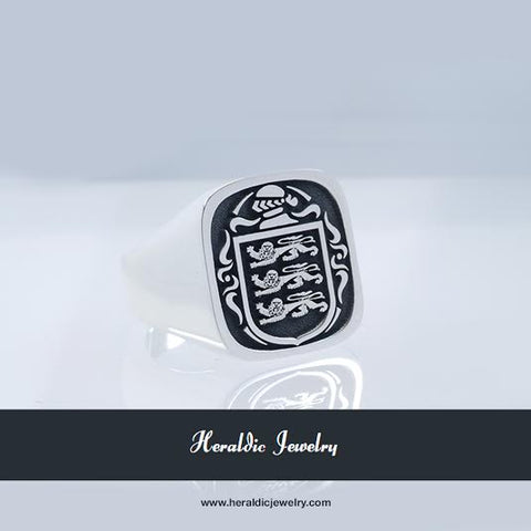 England royal coat of arms family crest ring