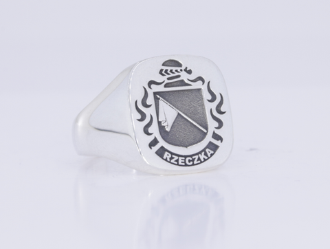 Rzecka family crest ring