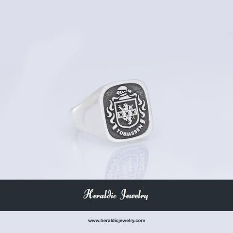 Tobiassen family crest ring