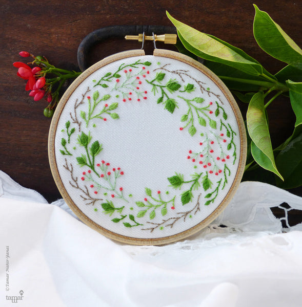 "Christmas Crown - 4"" embroidery kit"