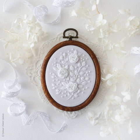 "White Roses - 4"" embroidery kit"