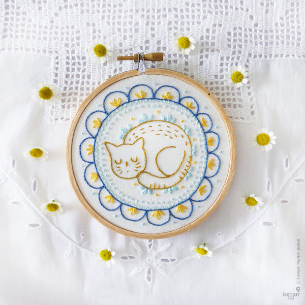"Sleepy Cat - 4"" embroidery kit"