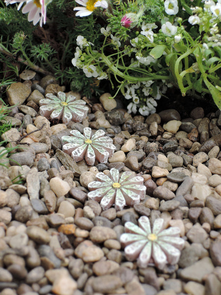 Daisy Stepping Stones set of 4: Fairy Garden Landscaping walkway - Baby Feathers Gift Shop