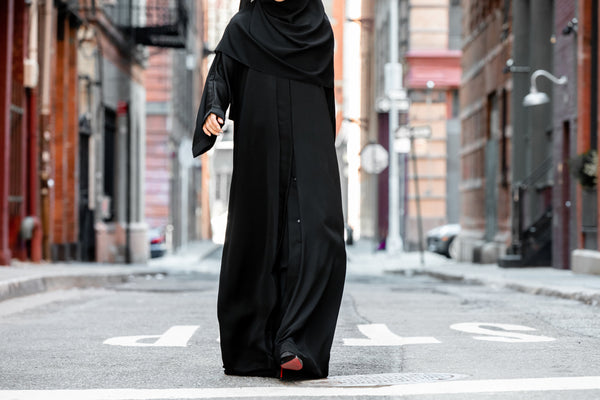 The Beauty of the Classic Black Abaya